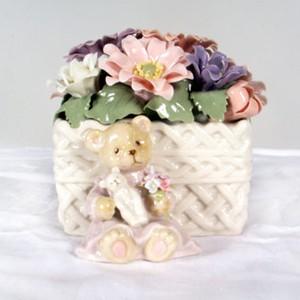 Муз. Статуэтка «Мишка в цветочной корзине»