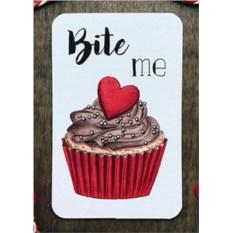 Мини открытка-бирка Bite me