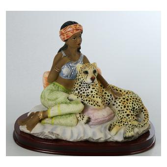 Статуэтка «Негритянка с леопардом»