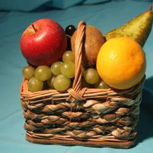 Корзина с фруктами. Дюймовочка