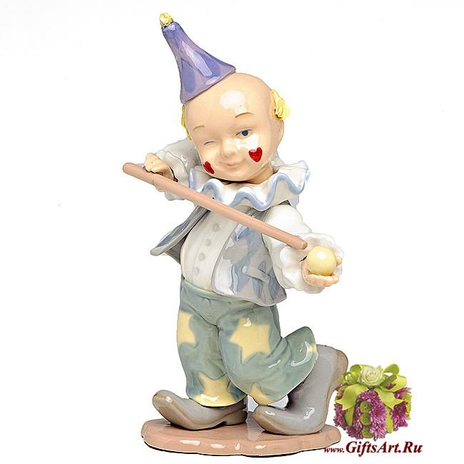 Фарфоровая статуэтка Клоун любитель бильярда