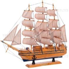 Корабль Confection с розовыми парусами