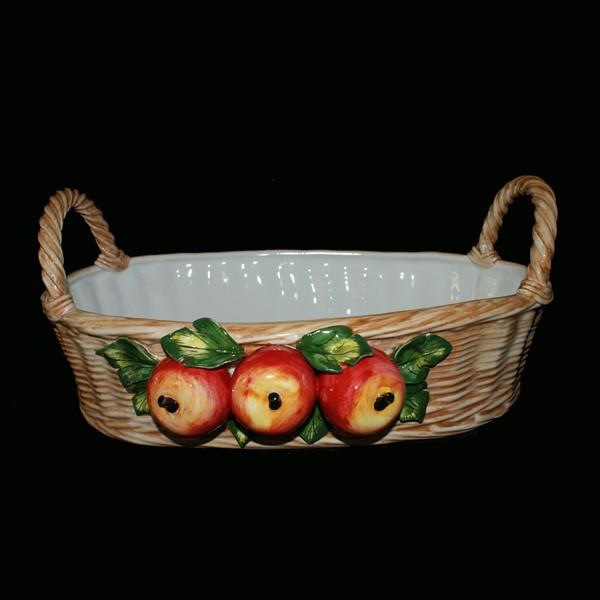 Корзина, декорированная яблоками