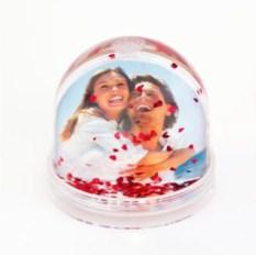 Персональный водяной шар с сердечками