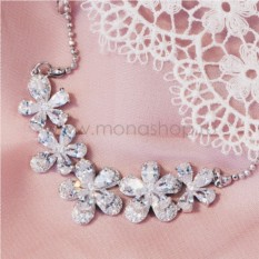 Позолоченное колье «Хрустальные цветы» с белым цирконием