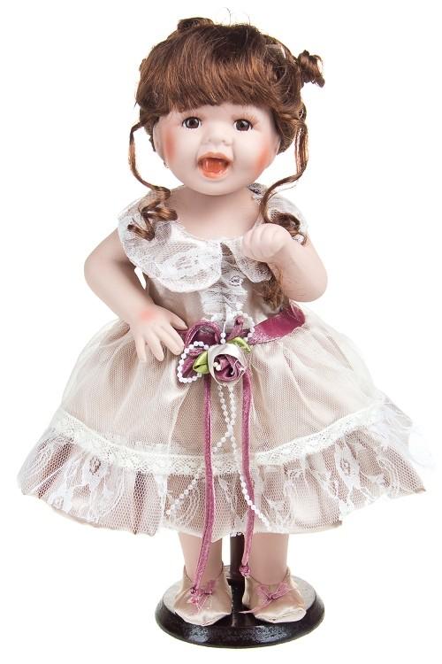 Кукла Шатенка в кремовом