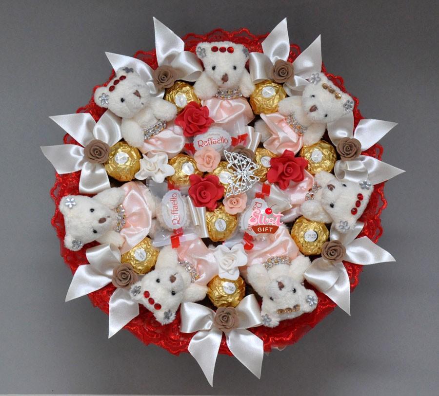 Букет из конфет и игрушек Вишня в шоколаде