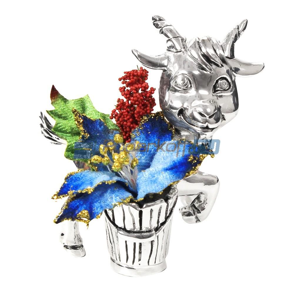 Фигурка с посеребрением Козочка с синим букетом