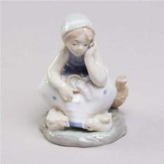Декоративная фарфоровая статуэтка Крестьянка Аин