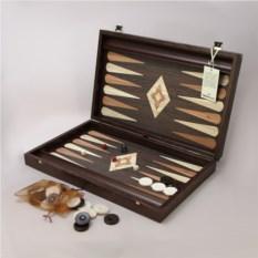 Темно-коричневые нарды в деревянном кейсе