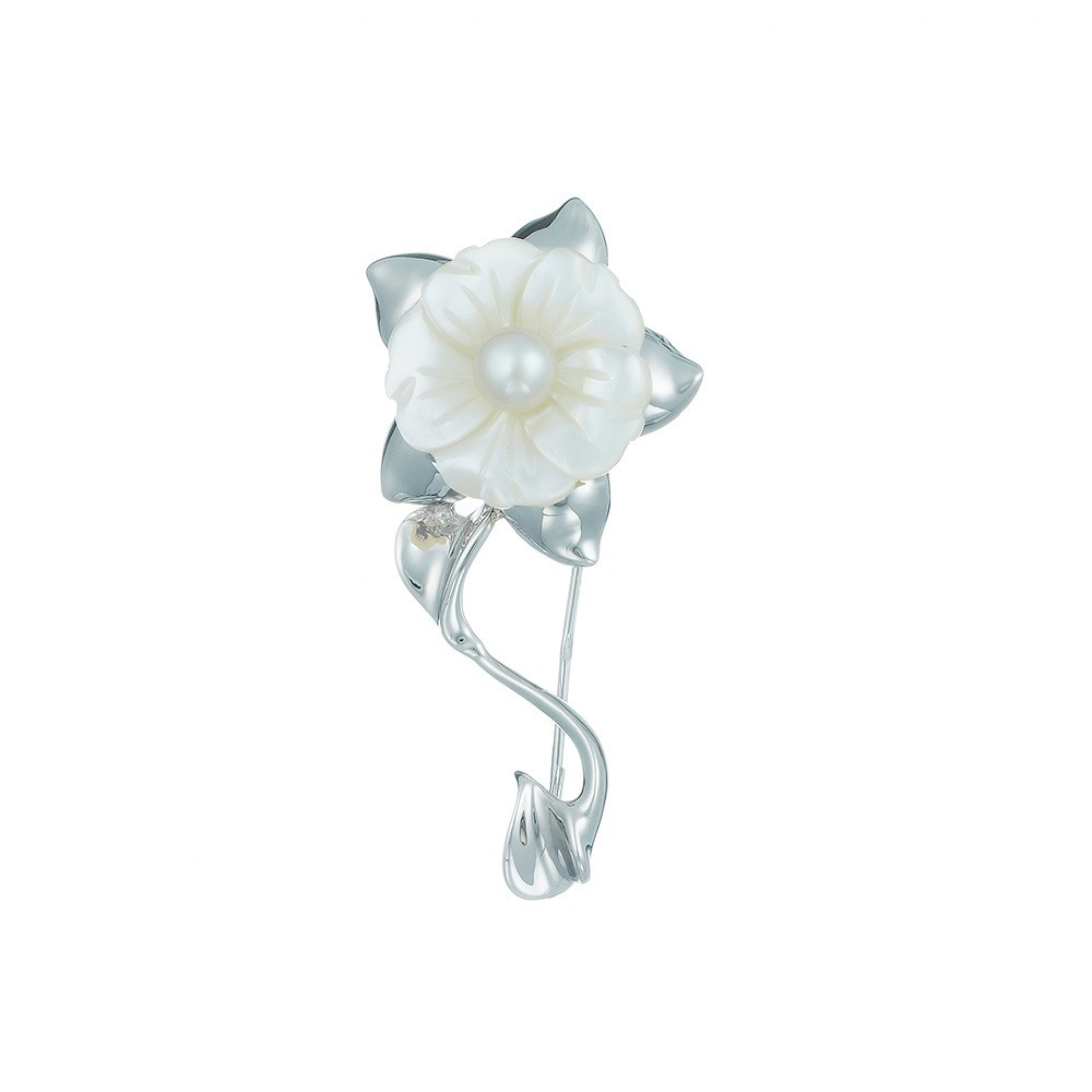 Серебреная брошь Цветок с перламутром и жемчугом.