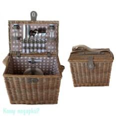 Набор для пикника в плетеной корзине на 2 персоны