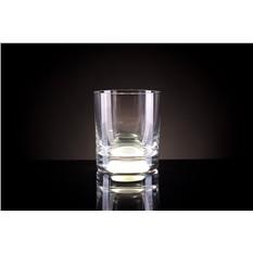 Белый бокал для виски, загорающийся от прикосновения руки