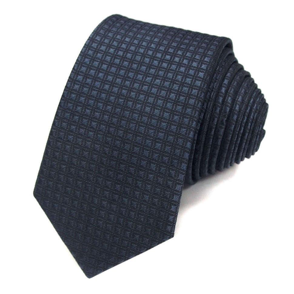 Темно-синий галстук в мелкую клетку