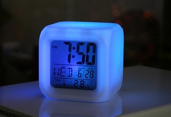 Часы-будильник Квадрат