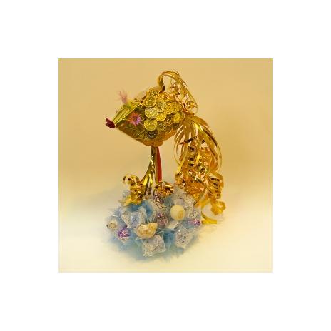 Золотая рыбка средняя - букет из конфет.