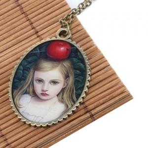 Медальон Девочка с красным яблоком