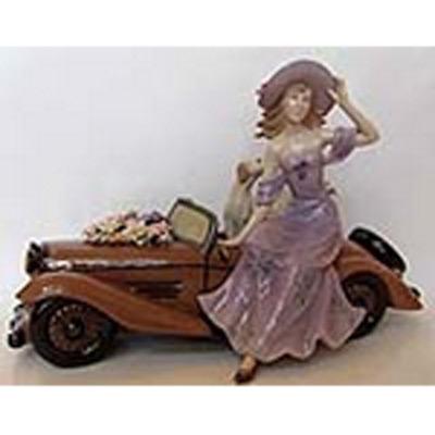 Фарфоровая статуэтка «Дама на ретро машине»