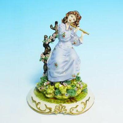 Фигурка «Девушка с флейтой»