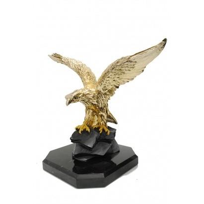 Скульптура Золотой орёл на скале