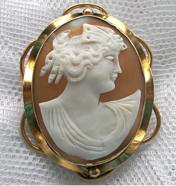 Антикварная брошь-камея Луиза (конец XIX века)