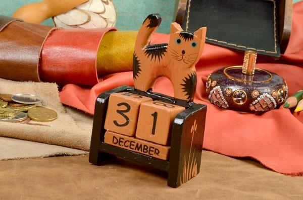 Деревянный настольный календарь с кубиками Котёнок