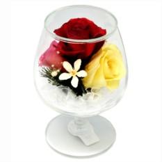 Букет-композиция из натуральных роз в стекле