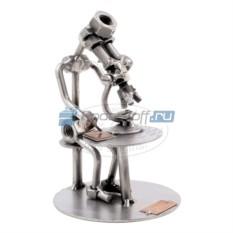Статуэтка из металла Ученый с микроскопом