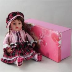 Декоративная виниловая кукла в розовом клетчатом костюме