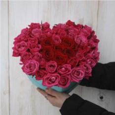Композиция с розами в виде сердца