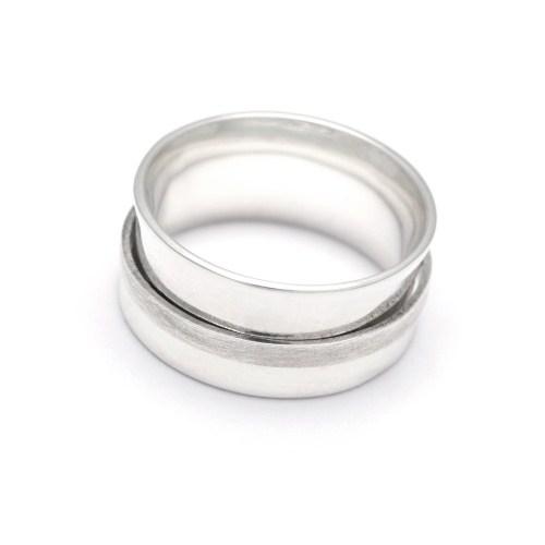 Серебряное кольцо с крутящейся серединой