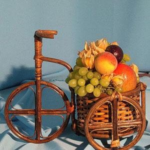 Корзина с фруктами «Путешествие в страну чудес»