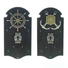 Темная ключница с якорями или штурвалом