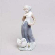 Декоративная фарфоровая статуэтка Крестьянка Авдотья