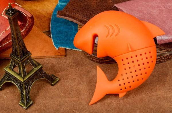 Оранжевое ситечко для чая Акула