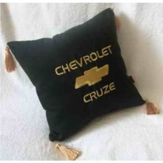 Черная подушка Chevrolet Cruze с вышивка и золотыми кистями