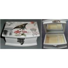 Шкатулка для ювелирных украшений с бабочкой