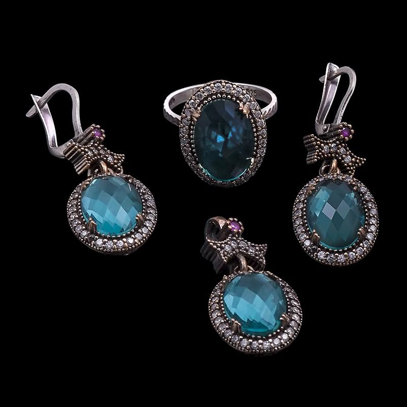 Комплект с цирконами и голубыми сапфирами