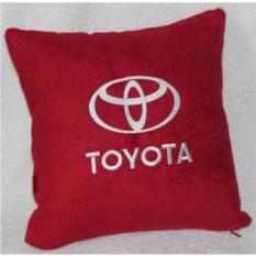 Красная с белой вышивкой подушка Toyota