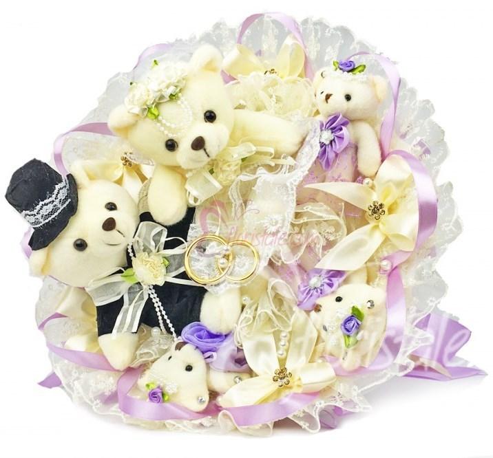 Большой букет с мишками женихом и невестой на свадьбу