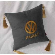 Темно-серая подушка с золотой вышивкой Volkswagen Passat