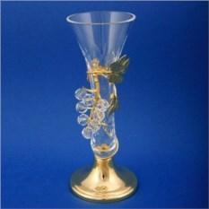 Позолоченная вазочка в виноградной лозе
