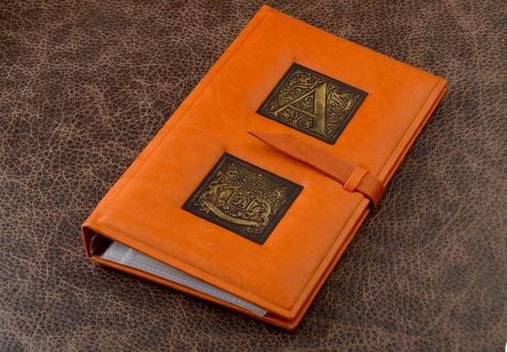 Оранжевая визитница из натуральной кожи