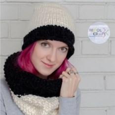 Комплект из шапки и шарфа серо-молочного цвета