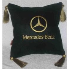 Черная подушка с золотыми кистями Mercedes