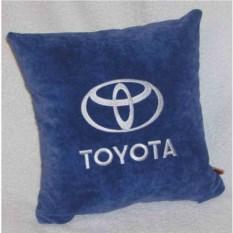 Синяя с белой вышивкой подушка Toyota