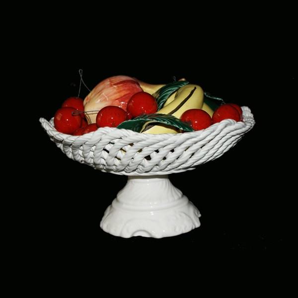Ваза на ножке круглая с фруктами и вишнями