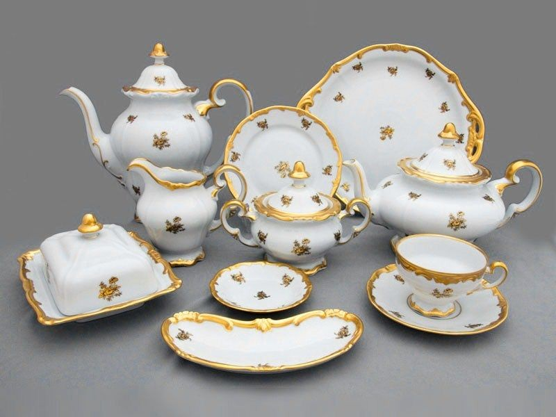 Фарфоровый чайный сервиз на 12 персон Роза золотая