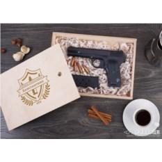 Именной шоколадный пистолет «Наградное табельное оружие»