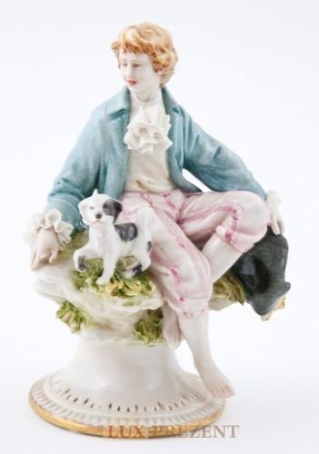 Фарфоровая статуэтка ''Мальчик с собакой'' (золото)